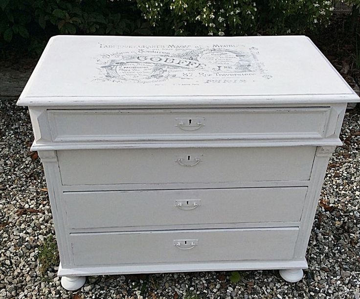 Dresser painted with colors Baby Rose and Nordic Chic