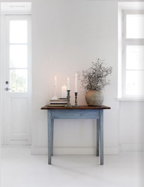 Simple and beautiful. Need to invest in a Swedish antique table - just like this one.