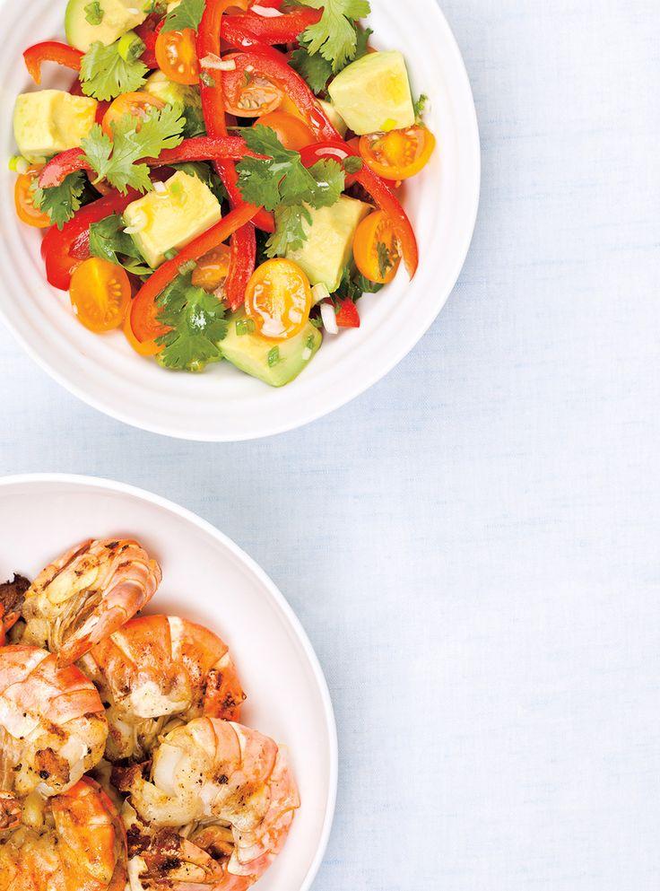 Recette de Ricardo de crevettes grillées et salade d'avocat