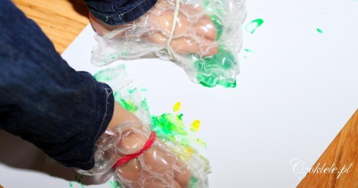 Our idea of the footprint art activity -------- Malowanie stopami - Buciki z folii bąbelkowej