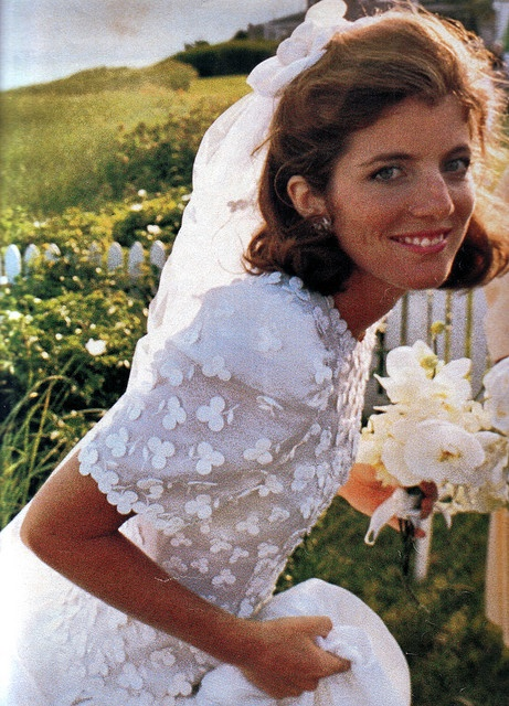 caroline kennedy wearing carolina herrera on her wedding