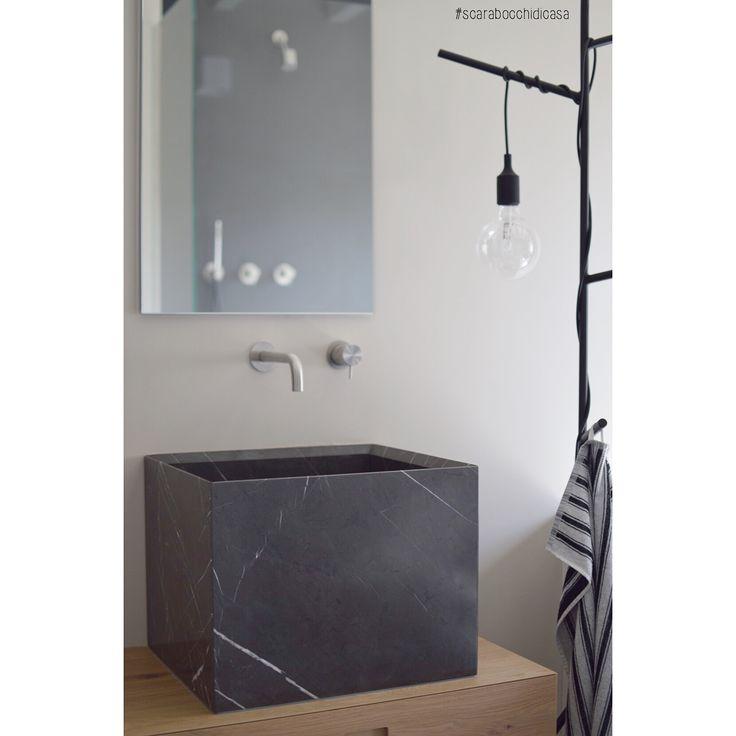 B a T h R o O m 🖤 #scarabocchidicasa #home #myhome #homedesign #homedecor #homestyle #nordic #nordicdesign #nordicbathroom #bathroom #bathroomdesign #bagno #marmo #grey #marble #greymarble #novello #novellobathroom #novellosrl #muutodesign #e27 #muutoe27 #muutoe27black #hm #hmhome #blackandwhite #black #rovere #neverubinetterie