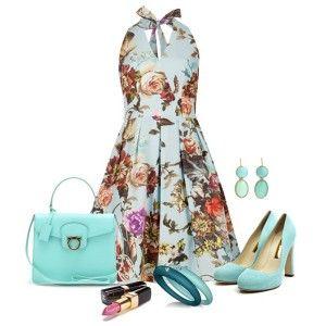 Голубые туфли, платье в цветочек, голубая сумочка и бижутерия в тон