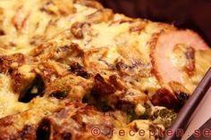 Gratinerad kassler med svampstuvning - Gott och enkelt recept på kassler med grönsaker, gratinerad med en stuvning med champinjoner.