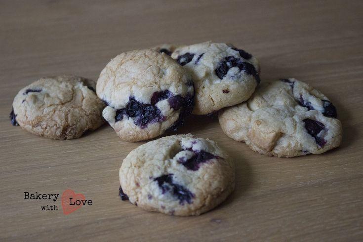 Deze koekjes waren ook erg goed bevallen, met witte chocolade stukjes en bosbessen, heerlijk! Al doe ik er de volgende keer meer chocoladestukjes in, denk ik :)