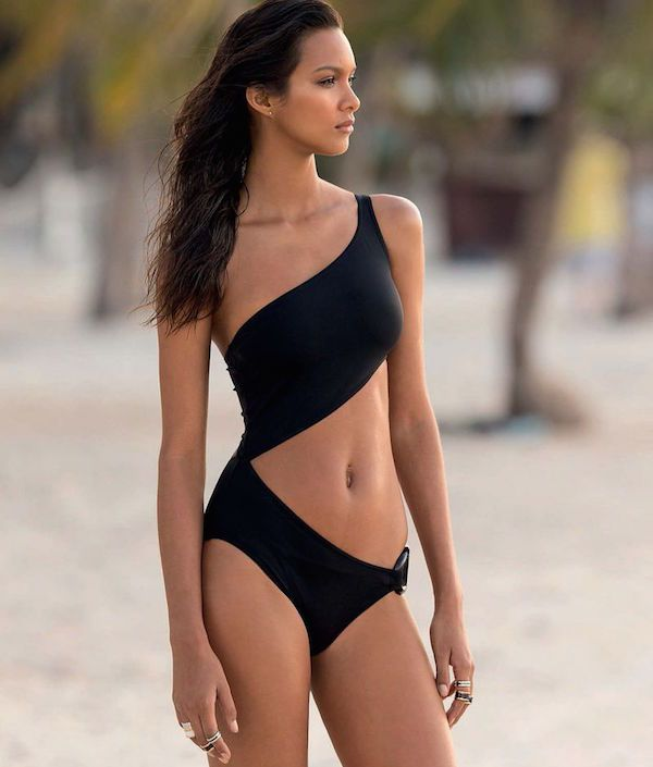 Lais Ribeiro Sees a Ship in the Harbor