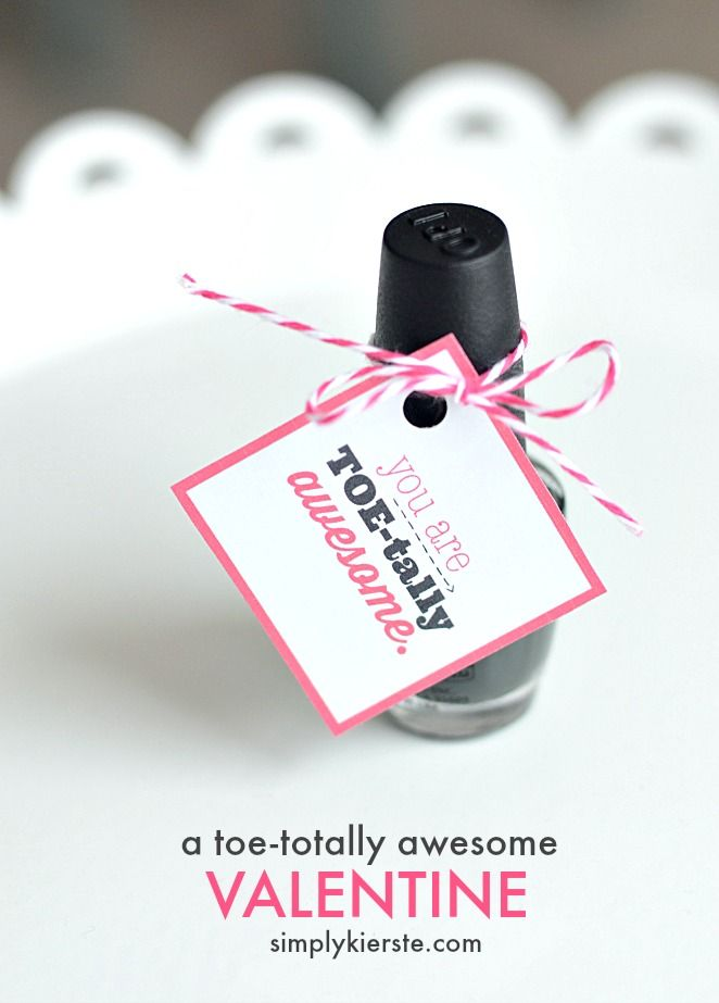 This toe-tally awesome valentine is perfect for giving to friends, sisters, moms, teachers, and all the girls in your life! Free printable!