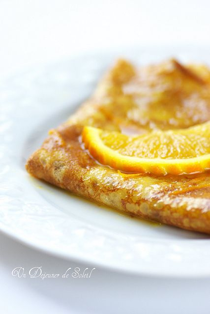 Crêpes Suzette with a delicious orange sauce. Christophe Felder recipe [in French and Italian]