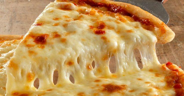 Μία από τις αγαπημένες πίτσες μικρών και μεγάλων είναι η πίτσα με τέσσερα τυριά. Σας έχουμε τη συνταγή για την καλύτερη και πιο γευστική πίτσα τεσσάρων τυριών που έχετε φάει ποτέ! Και το κυριότερο; Θα είναι σπιτική! Εκτέλεση Ανακατεύετε το αλεύρι με τη μαγιά και το αλάτι. Προσθέτετε το ελαιόλαδο και το νερό και αρχίζουμε …