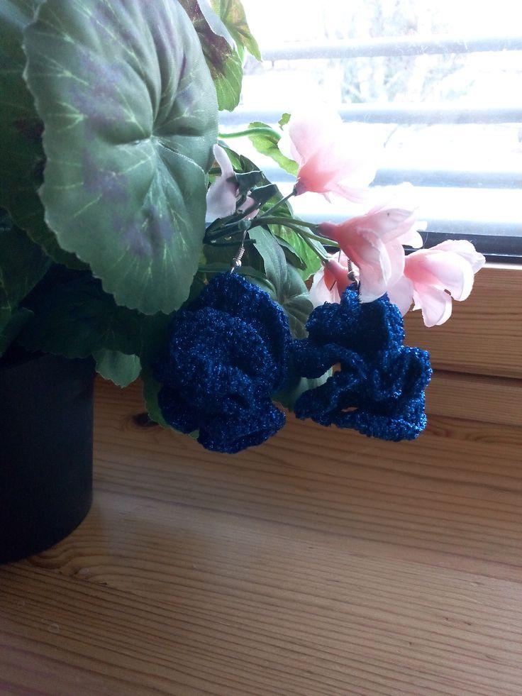 blue sparklin balls earrings