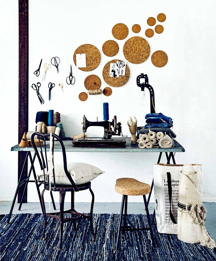 muurdecoratie; kurken onderzetters, verschillende formaten (Xenos, Albert Heijn, Dille & Kamille).