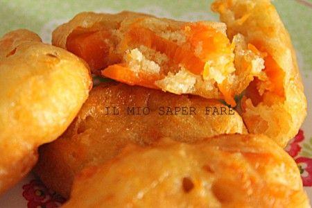 Le frittelle di zucca giallasono delle frittelle salate che hanno come base l'impasto lievitato delle pettole di Santa Cecilia. All'impasto viene aggiunta