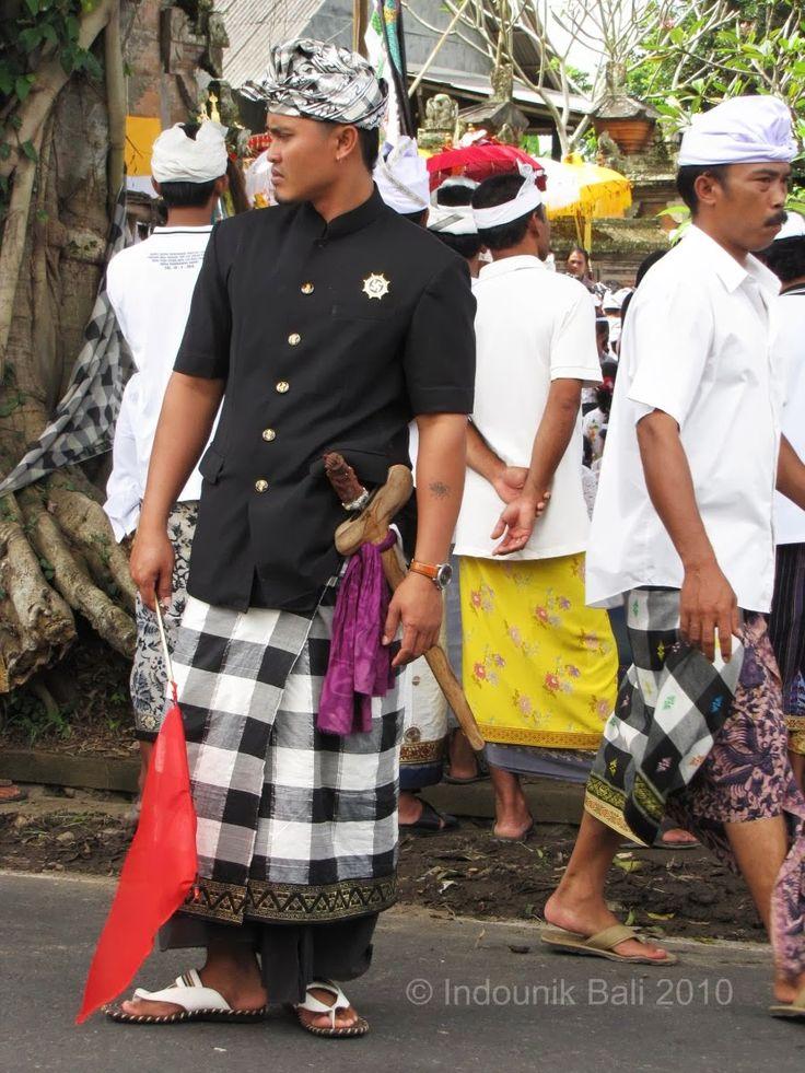 The pecalang, Tegallalang. © Indounik Bali 2010. #Tegallalng #Bali #Indonesia #communitypolicing #poleng