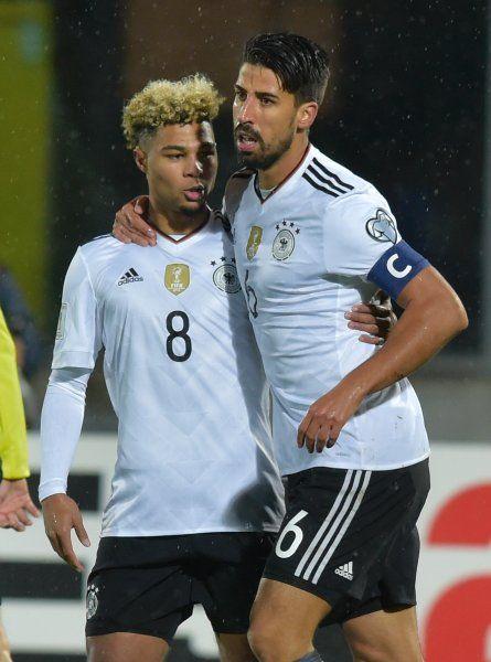 Deutlicher Erfolg gegen den Außenseiter: Die deutsche Nationalmannschaft hat sich souverän gegen San Marino durchgesetzt. Serge Gnabry erzielte bei seinem Debüt einen Dreierpack.