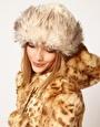 Aumentar Sombrero ruso de piel sintética y punto de ASOS