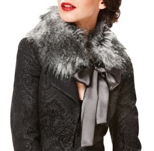 DIY Fur Collar - great way to stay warm for the winter. View the entire project here: http://fabricville.com/do-it-yourself-proj.php?id=32