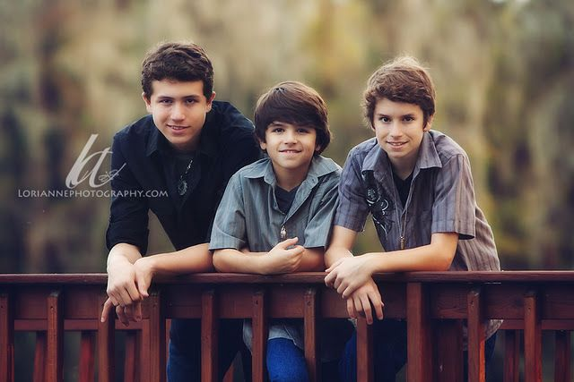 always see lots of girlie poses heres a guys one ;)   Brothers/father and sons/entire fam