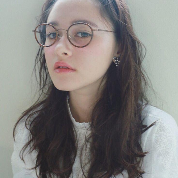 おしゃれメガネ女子必見眼鏡ヘアスタイルのGOODバランスとは