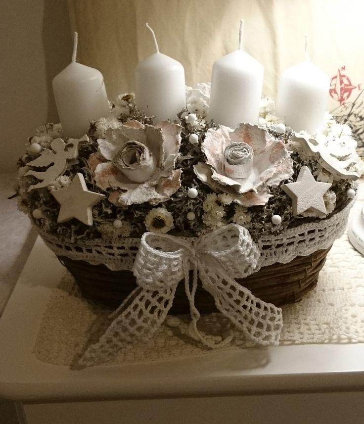 Adventně+Romantický+košíček+s+čtyřmi+svíčkami,+háčkovanou+krajkou+a+mašličkoum+šířka+dekorace+26+cm.