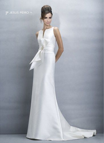 Absolute perfection!  Robe de mariage Jesus Peiro, 2775 € © Jesus Peiro