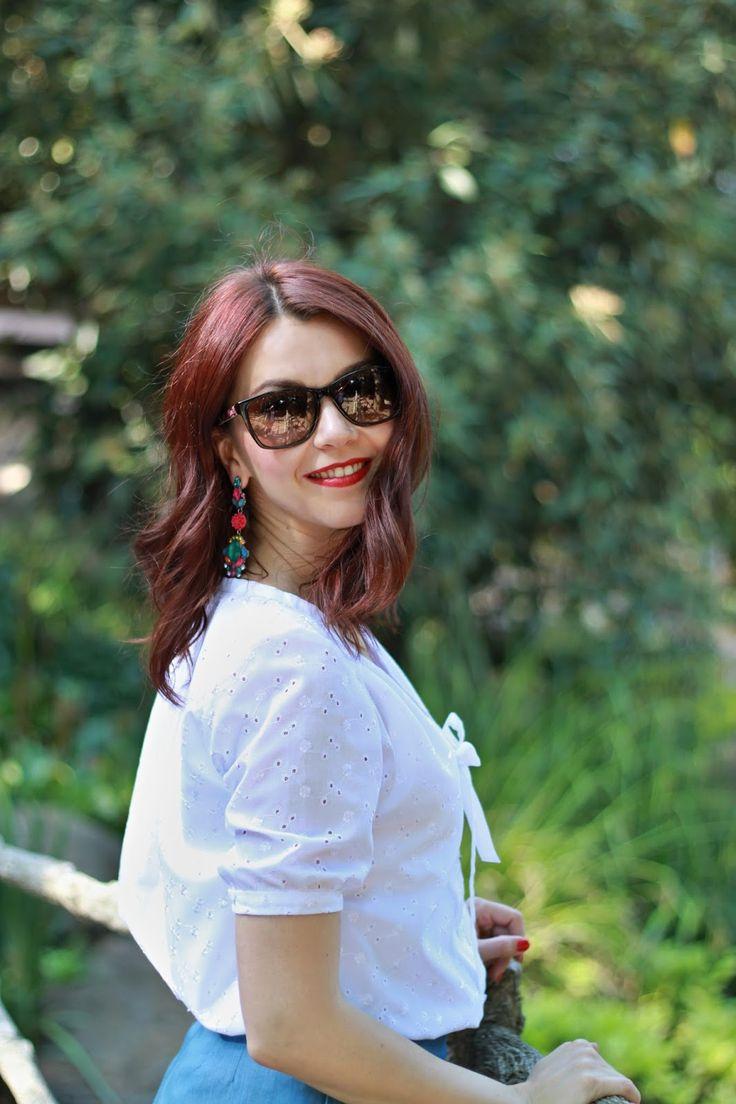 White shirt, summer look, sunglasses