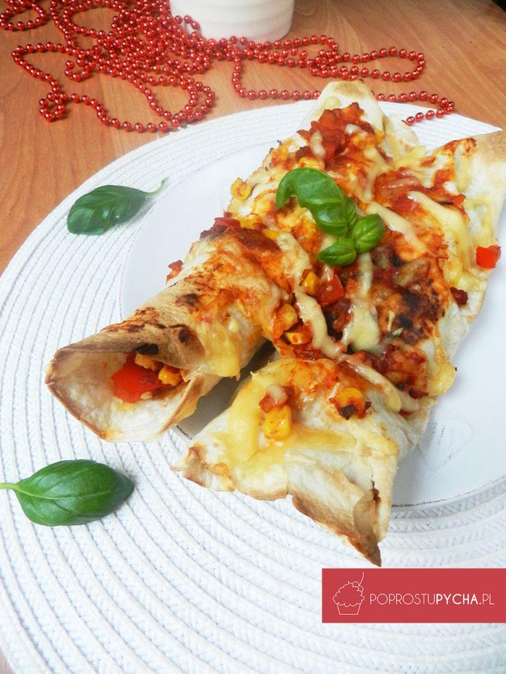 Masz ochotę na coś oryginalnego i innego niż zwykle? :) Polecam enchilladę z kurczakiem oraz pomidorowo-paprykowym farszem.