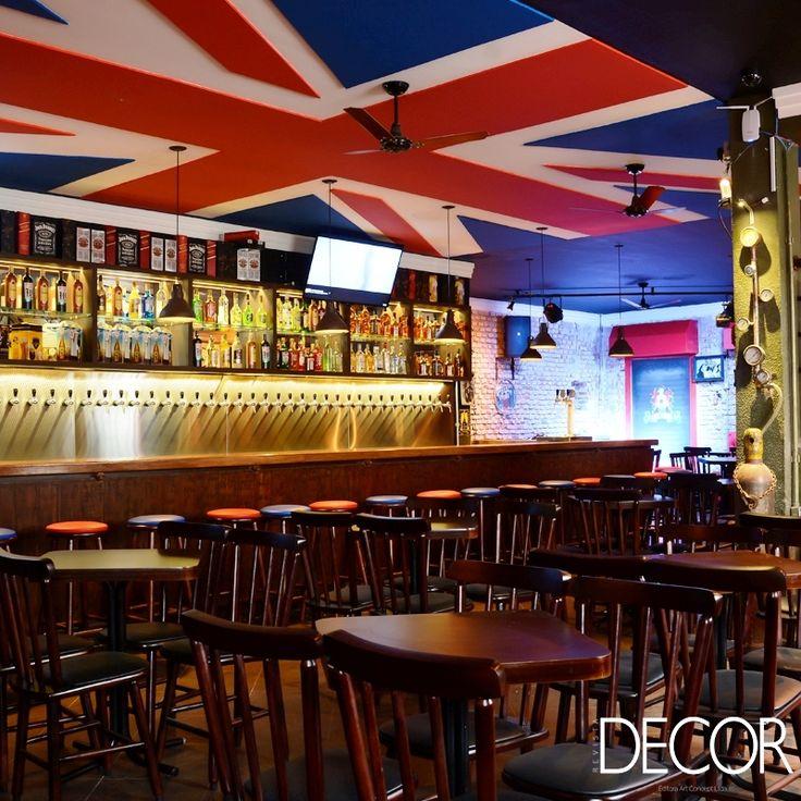 Localizado em Porto Alegre, Weiss British Pub apresenta décor em estilo industrial, destacando revestimentos e mobiliário que remetem ao período da Revolução Industrial na Inglaterra.
