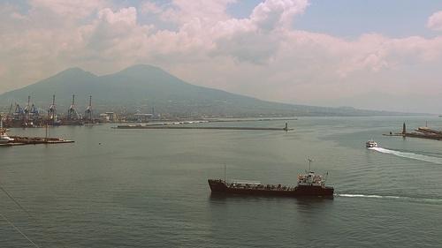 Navigare all'ombra del Vesuvio