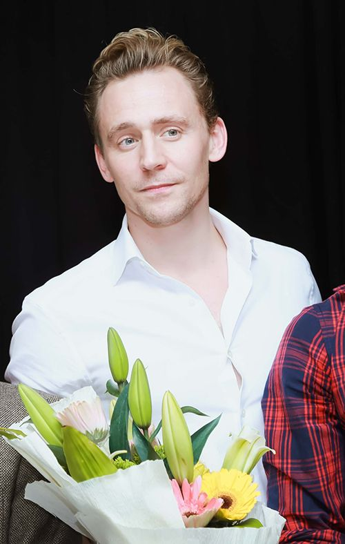 Tom Hiddleston attends a press conference for the Vietnam location filming of 'Kong Skull Island' in Hanoi on February 21, 2016. Source: http://dantri.com.vn/van-hoa/can-canh-ve-dien-trai-chet-nguoi-cua-nam-than-tom-hiddleston-20160221161529585.htm Full size image: http://ww3.sinaimg.cn/large/6e14d388gw1f17dal10tej21031kwgq9.jpg