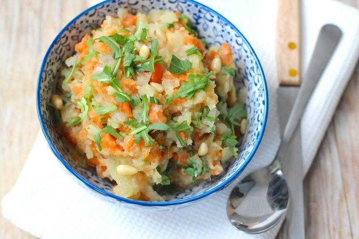 Dit recept voor hutspot met zoete aardappel is niet alleen super simpel te bereiden maar ook nog eens snel klaar en gezond!