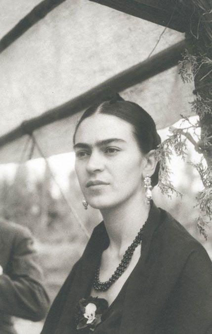 Frida Kahlo Cuanto me hubiera gustado conocerla, sentarme con ella y hablar de tantas cosas... Una mujer apasionada con todo lo que hacía