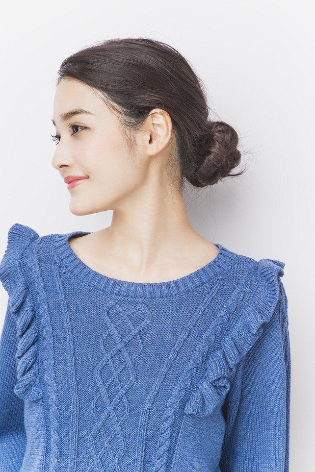 1分で作れるねじりシニョン♡ 旅行に行く時のヘアスタイルアイデア。髪型・アレンジ・カットの参考に☆