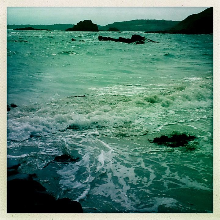 Bretagne, la plage du Moulin à bas.