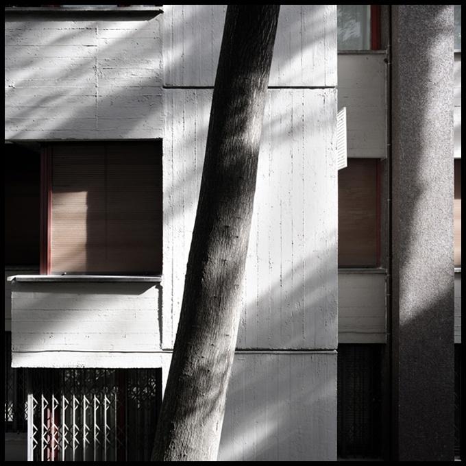 foto 2009;   architetto: Vico Magistretti; Edificio residenziale Piazza Aquileia 8; anno 1961-65