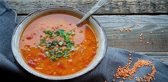 Een klassiek Turks recept voor Rode linzensoep oftewel mercimek corbasi. Nog veganistisch ook!!!