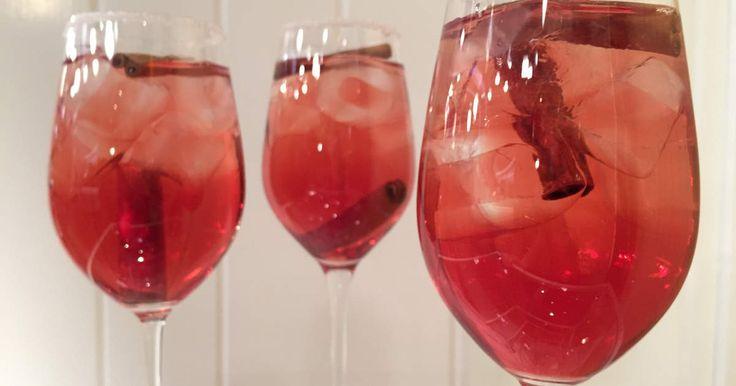Superenkel drink med tranbär, fireball och äpple. Mums!