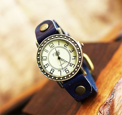 Elegant Appearance Retro Round Leather Quartz Casual Watches (Blue )