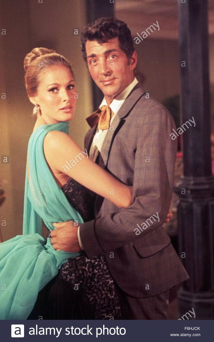 Download this stock image: 1963, Film Title: FOUR FOR TEXAS, Director: ROBERT ALDRICH, Pictured: ROBERT ALDRICH, URSULA ANDRESS. (Credit Image: SNAP) - F6HJCK from Alamy's library of millions of high resolution stock photos, illustrations and vectors.