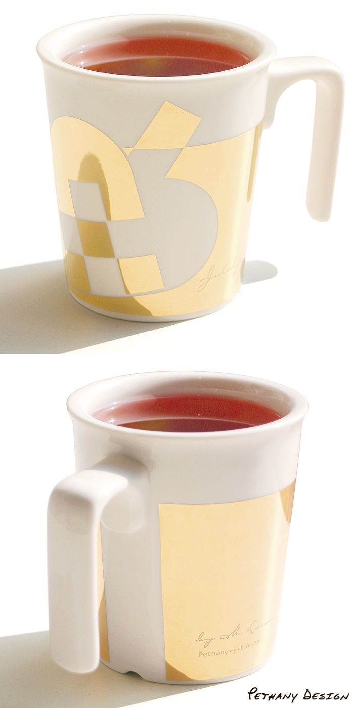 [ X'mas Heart Golden Kissing Mug ] Material: Porcelain, 24k Gold; Designed in 2011 for Pethany+Larsen. Made in Taiwan.