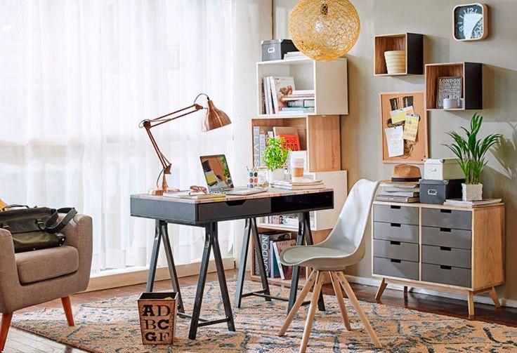 Antes los espacios #masculinos eran muy #clásicos. En un #escritorio de #hombre solíamos encontrar un #sillón de #cuero café y #muebles de #madera oscura. Pero eso ha cambiado, y hoy, equilibrando los mismos tonos neutros blanco, café y negro, podemos dar forma a un ambiente #moderno, #funcional y con mucho #estilo. #LookBook #Escritorio
