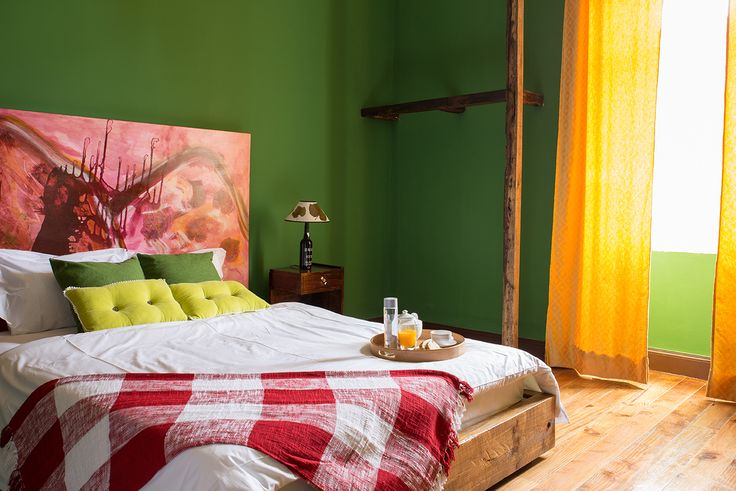 Wine suite kingsize bed - Hostel Santa Maria Funchal, Madeira Island