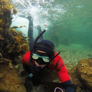 When is crazy over the water is nice under ;) #snorkel #rrd #lofoten #lofotenadventurecimpany #rrd #knowroaming #flakstad #ramberg #norway pic by @karischibevaag #gopro