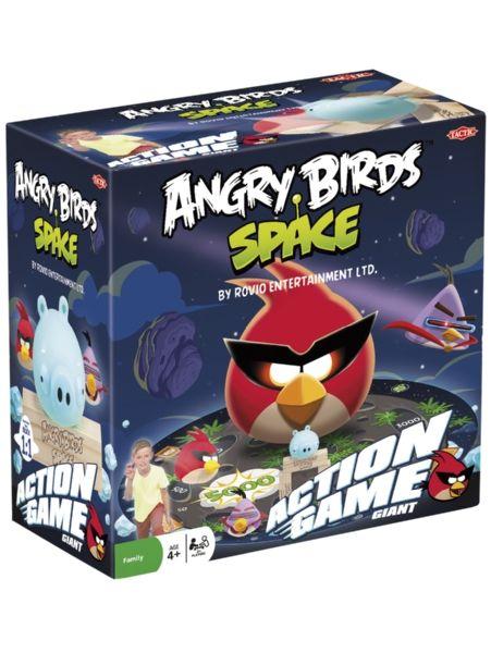 Angry Birds Space Action Game - Giant. Valitse yksi kolmesta rakennuspisteestä ja kokoa possulle torni. Heitä sitten linnulla ja yritä saada possu laskeutumaan yhdelle pelialustan kraattereista. Peli on pakattu hauskaan säkkiin, joka muodostaa avautuessaan pelialustan. Peliä voi pelata sisällä tai ulkona, ja siihen tarvitaan vähintään kaksi pelaajaa. Valmistajana kotimainen Tactic.