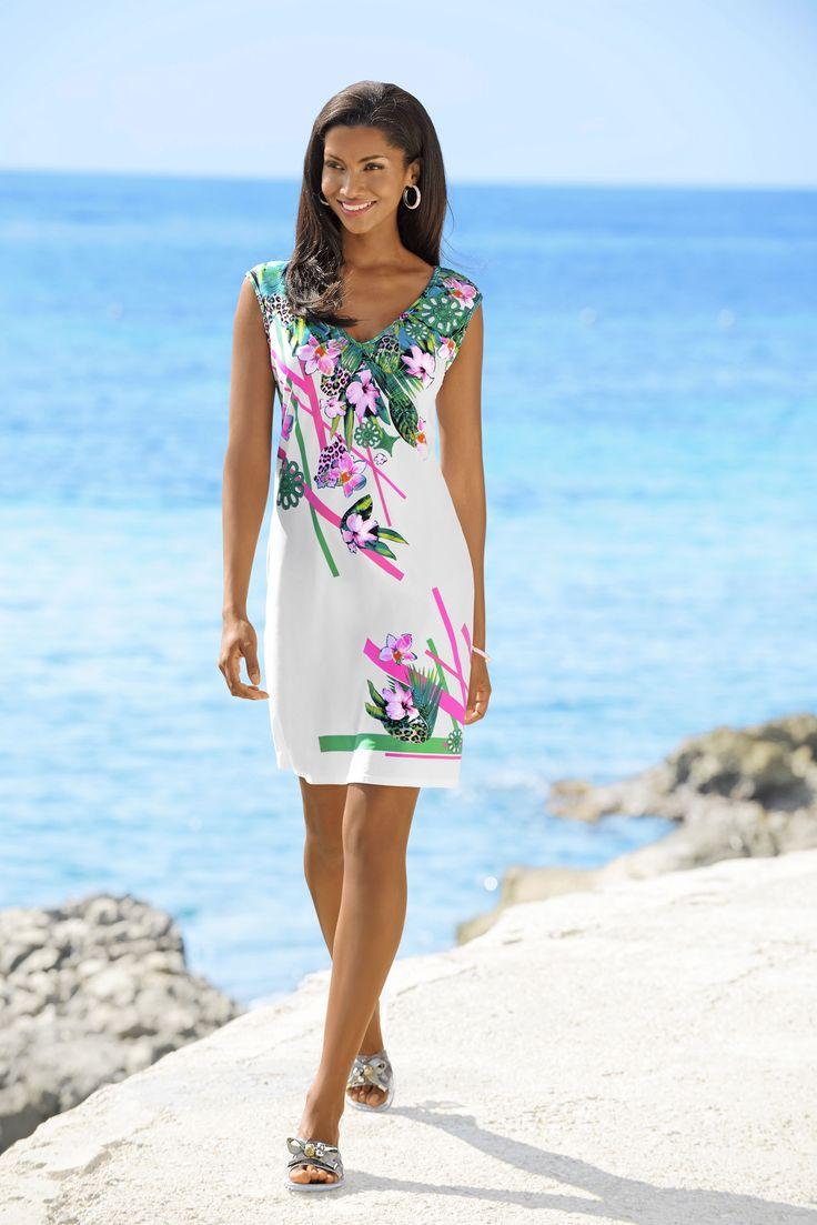 Strandkleid von SUNFLAIR mit Dschungel-Dessin in Grün-Pink auf sommerlichem Weiß!