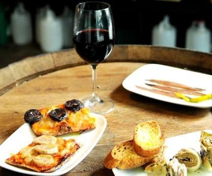 ¡Vinos y tapas en Barcelona! Descubre las mejores bodegas de la ciudad condal y brinda con un exquisito caldo ;)  #vino #bodega #barcelona #bares