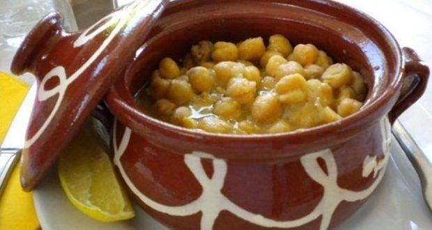 ….μία άλλη παραλλαγή της Σιφνέικης Ρεβιθάδας, πραγματικά υπέροχη!! Συστατικά 1 κ. ρεβίθια ελαιόλαδο 2 κρεμμύδια ξερά 3 σκελ. σκόρδο 2 ντομάτες ώριμες 2 πιπεριές καυτερές 1 λεμόνι ½ λίτρο τσ…