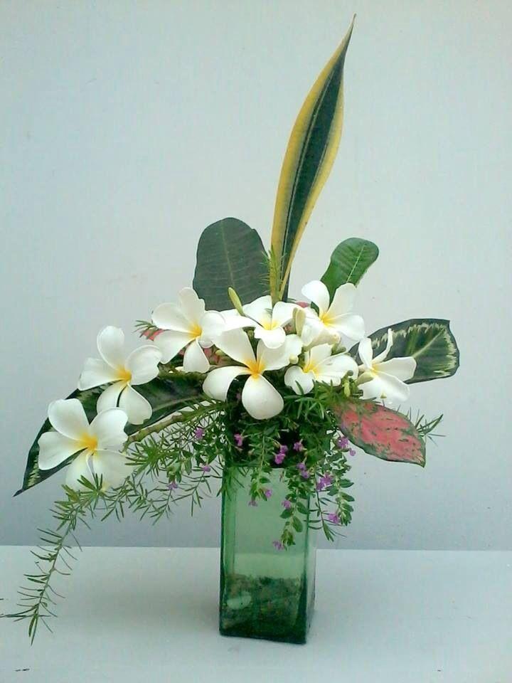 Plumeria Flower Arrangement By Van Duong Arrangement Duong Flower Plumeria V In 2020 Tropical Floral Arrangements Ikebana Flower Arrangement Flower Arrangements