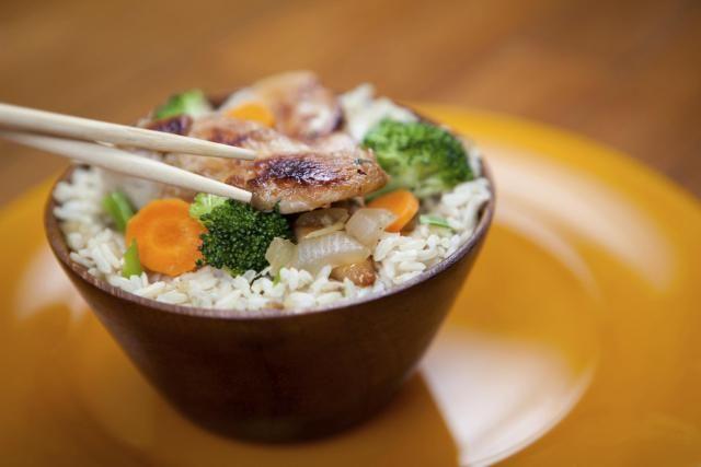 Chinese garlic chicken - Stir-fried Chicken breasts seasoned with garlic and chili paste.
