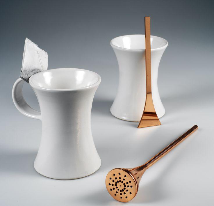 LINK - Cucchiaino, tazza e cuocitè; Design: Riccardo Giovanetti; Produzione: Laboratorio Pesaro