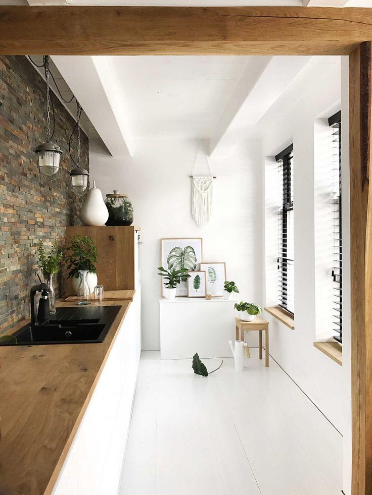 Nog op zoek naar raamdecoratie voor je woning? Niet simpel hé? Wij helpen je een handje en bespreken hieronder de voordelen van de laatste trend op vlak van raamdecoratie: houten jaloezieën. (promotie)